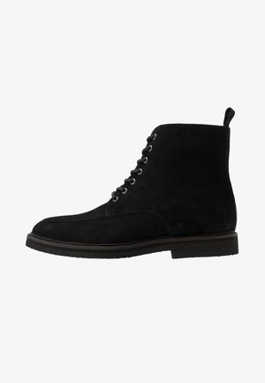 SLICK APRON BOOT - Stivaletti stringati - black