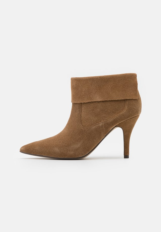 VREEZ - Ankle boots - taupe
