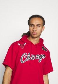 Mitchell & Ness - NBA CHICAGO BULLS GAMEDAY HOODY - Sweatshirt - red/scarlet - 3