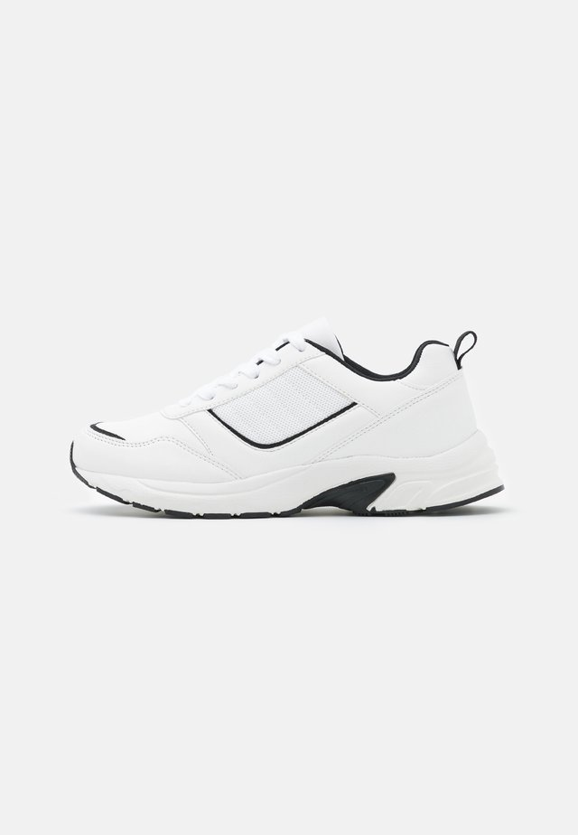 WIDE FIT BLAKE DAD TRAINER - Trainers - white/black