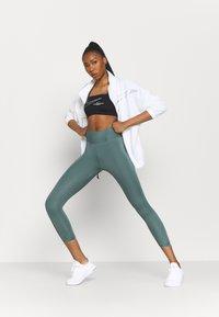 Nike Performance - ONE LUXE CROP - Medias - hasta/white - 1