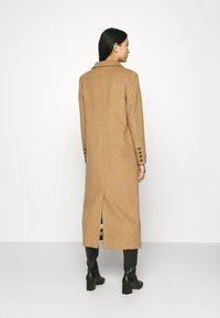 Who What Wear - DOUBLE BREASTED COAT - Zimní kabát - camel - 2