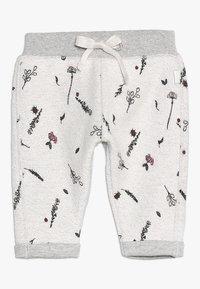 Noppies - PANTS REGULAR CALEDONIA BABY - Teplákové kalhoty - grey melange - 0
