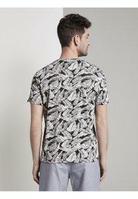 TOM TAILOR - Print T-shirt - dark grey leaf design - 3