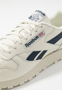 Reebok Classic - CLUB C 85 LEATHER UPPER SHOES - Trainers - chalk/paperwhite/collegiate navy - 5