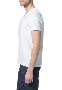 Filippa K - SOFT LYCRA NECK - T-shirt basic - white - 3