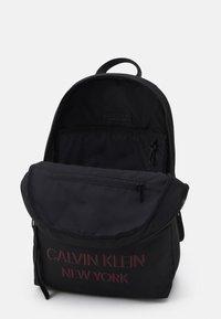 Calvin Klein - CAMPUS UNISEX - Rucksack - black - 2