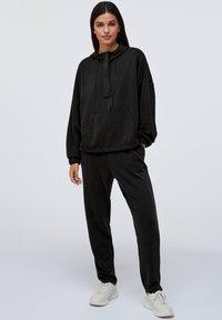 OYSHO - Teplákové kalhoty - black - 1