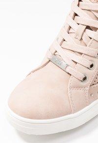 XTI - Sneakers hoog - nude - 2