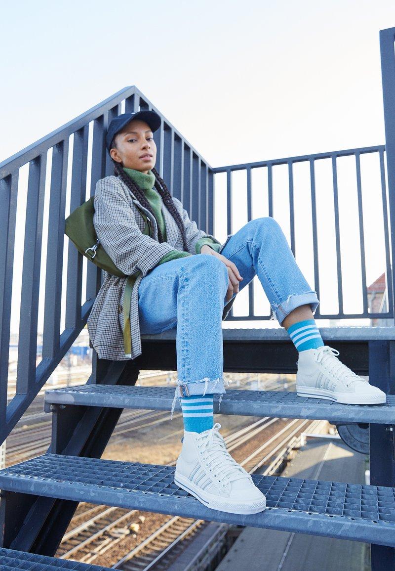 adidas Originals - NIZZA  - Korkeavartiset tennarit - offwhite/chalk solid grey