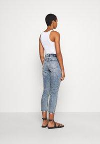 Abercrombie & Fitch - Slim fit jeans - medium destroy - 2