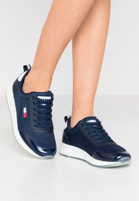 Tommy Jeans - FLEXI RUNNER - Trainers - twilight navy - 0