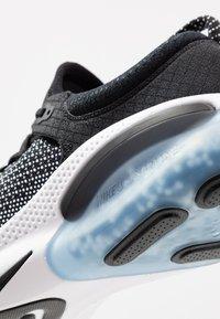 Nike Performance - JOYRIDE RUN FK - Obuwie do biegania treningowe - black/white - 5