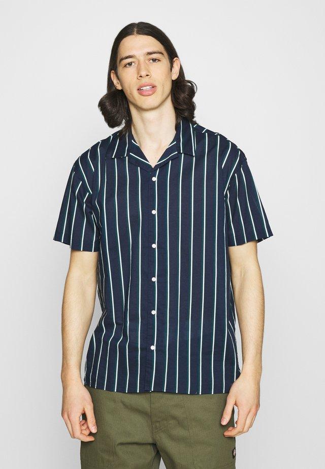 JJGREG STRIPE SHIRT - Skjorter - navy blazer