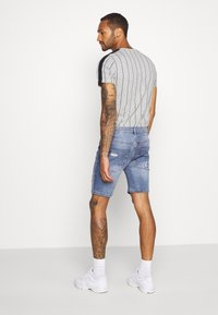 Brave Soul - LOUIS - Denim shorts - blue wash - 2
