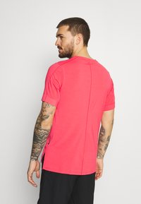 Nike Performance - Basic T-shirt - fusion red - 2