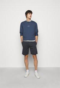 Les Deux - BALLIER TRACK - Teplákové kalhoty - dark navy/white - 1