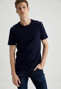 DeFacto - Basic T-shirt - navy - 0