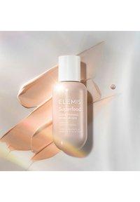 ELEMIS - SUPERFOOD GLOW PRIMING MOISTURISER - Face cream - - - 3