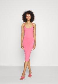 Missguided - BASIC CAMI MIDI DRESS - Jersey dress - rose - 1