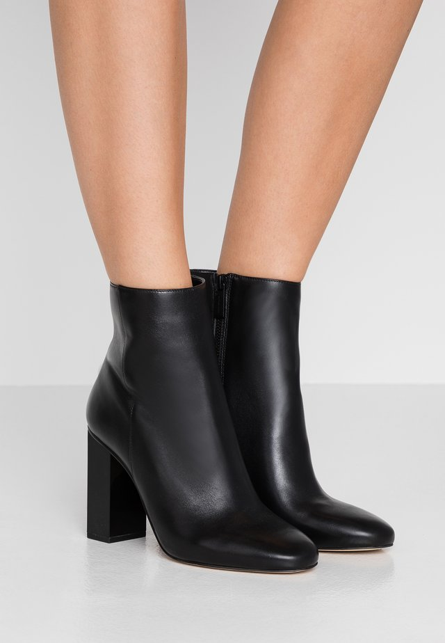 PETRA BOOTIE - Bottines - black
