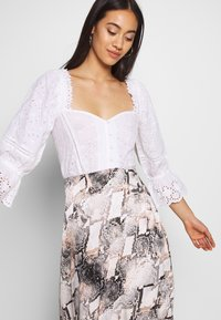 Nly by Nelly - BUTTON EMBROIDERY - Pusero - white - 3