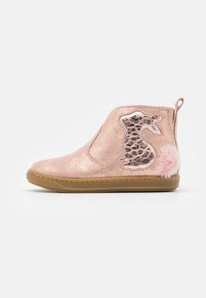 BOUBA PIMPIN - Classic ankle boots - poudre/cooper