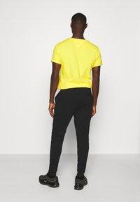 Ellesse - NIORO - Pantalon de survêtement - black - 2