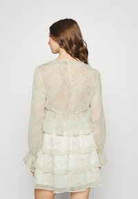 Gina Tricot - EXCLUSIVE ARCHER - Blouse - green ditsy - 2