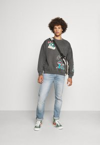 BDG Urban Outfitters - REALITY BREAK UNISEX - Mikina - washed black - 1
