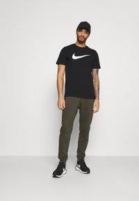 Nike Sportswear - TEE ICON - T-shirt med print - black/white - 1