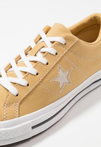 Converse - ONE STAR - Trainers - club gold/white/black - 5