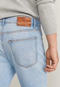 Mango - TOM TAPERED FIT - Jeans slim fit - hellblau - 4