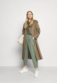 Rich & Royal - PANTS - Pantalones - eukalyptus - 1