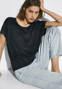 Massimo Dutti - Basic T-shirt - black - 3