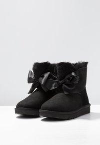 UGG - GITA BOW MINI - Classic ankle boots - black - 4