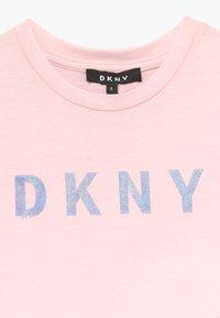 DKNY - SLEEVE DRESS - Žerzejové šaty - pale pink - 3
