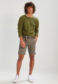 INDICODE JEANS - ROYCE - Shorts - greige - 1