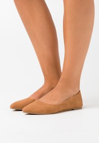 Rubi Shoes by Cotton On - PRIMO POINT - Ballet pumps - tan - 0