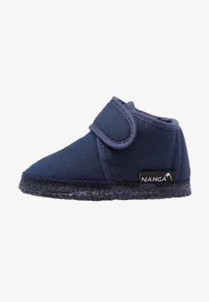 LUNA UNISEX - Slippers - blau