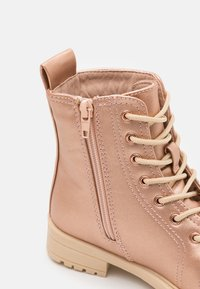 Cotton On - LACE UP ROXIE BOOT - Lace-up ankle boots - rose/gold - 5