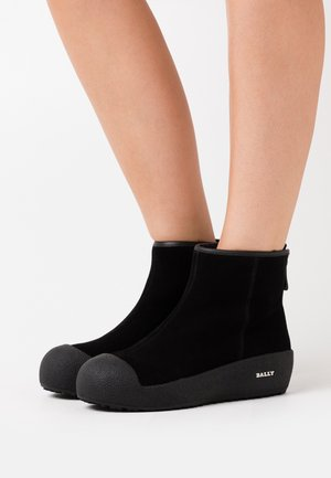 GUARD - Winter boots - black