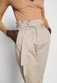 Vero Moda Tall - VMEVA LOOSE PAPERBAG PANT - Trousers - silver mink - 3