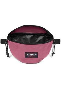 Eastpak - DECEMBER SEASONALS - Bältesväska - salty pink - 2