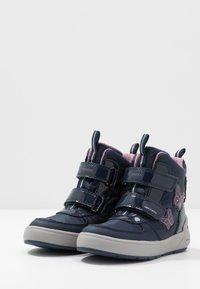 Geox - SLEIGH GIRL ABX - Winter boots - navy/dark lilac - 2