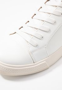 ONLY SHOES - ONLSKYE TOE CAP  - Tenisky - white - 2