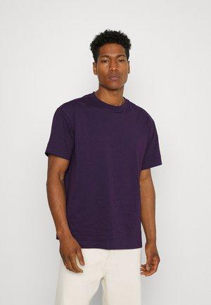 EXCLUSIVE OVERSIZED UNISEX  - Basic T-shirt - dark purple