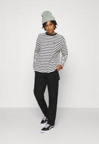 Carhartt WIP - PIERCE PANT - Pantalon classique - black - 1