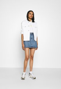 Levi's® - THE PERFECT TEE - T-shirt print - gradient white - 1