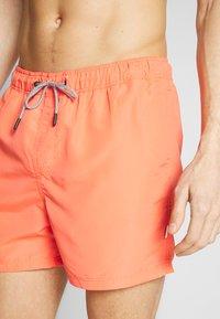 Jack & Jones - JJIARUBA SWIM  SHORTS - Swimming shorts - hot coral - 2
